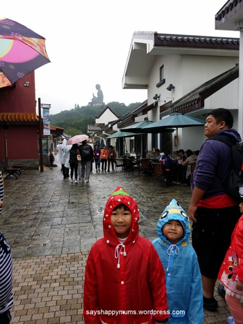 Day 2 was very cold with wind and drizzle up at the hills of Nyong Ping Village.  To my dismay, this place is NOT The Peak! And we'll be going there in the evening and expecting more cold more rain more wind *cry*