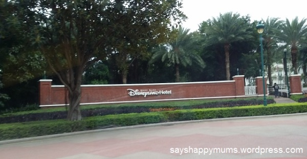 Finally at 1030am, we saw the entrance to DisneyLand Hotel and it was also this time that the kids get really excited now.