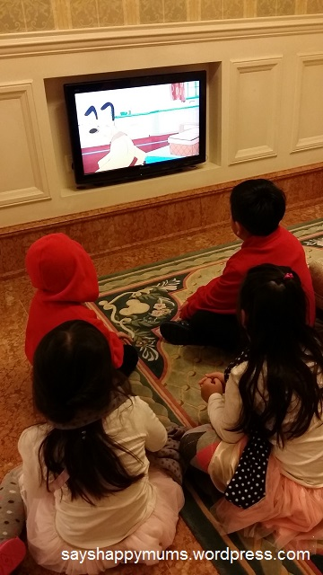 Disney cartoon provided for in a cosy corner right next to Hotel Conceirge so parents can do the admin work worry-free