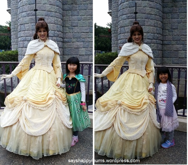 小 S' favorite princess must be Belle. Look how happily she smiled!