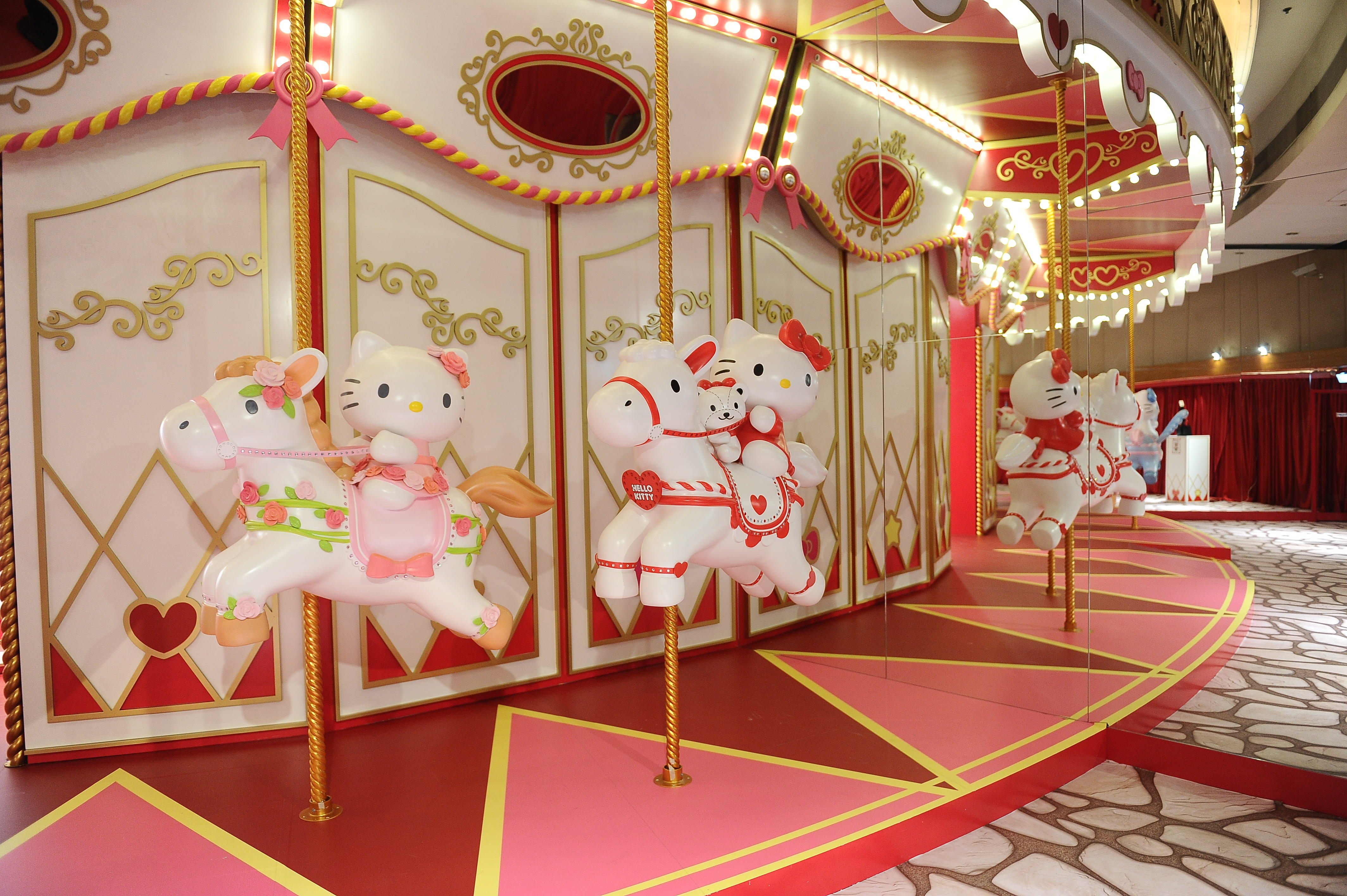 Complete Your Visit With A Photo At The Ferris Wheel Hello Kitty And All Her Friends