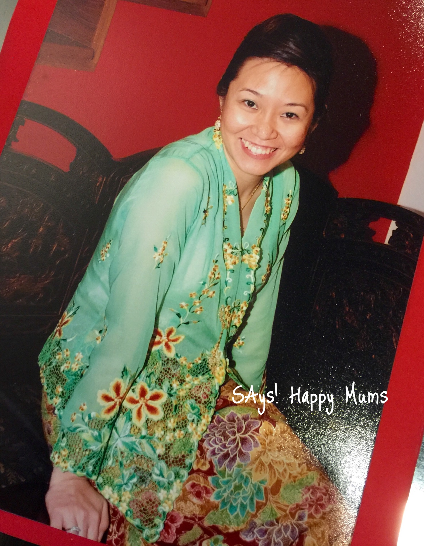 More than 6 years ago and pregnant with little Wey then but was still game to put on that kebaya for a Peranakan themed party